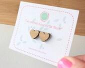 """Boucles d'oreilles """" clous """". Coeur en bambou découpé au laser. Collection Petite Fantaisie"""