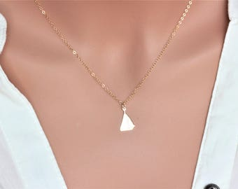 Boat Necklace - 14k Gold Sailing Boat Necklace - Sailboat Necklace in 14k gold fill - Sailboat pendent - Sailboat Pendent Chain Necklace