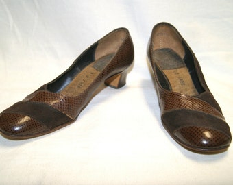 Vintage Women's Brown Suede Faux Alligator Snake Skin Heels Shoes - Size 7 B