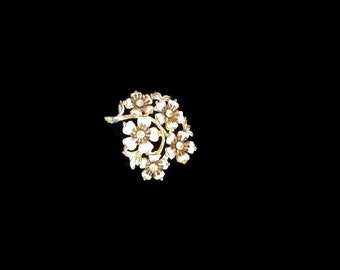 Vintage White Lucite and Silver Tone  Flower Bouquet Brooch / Pin.  White Flowers with Clear Rhinestones. 1960s Era.