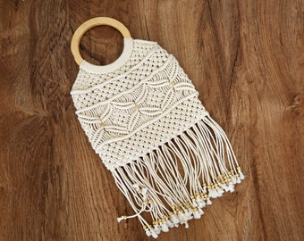 1970s vintage crochet macrame fringe boho festival wood handle cream handbag purse