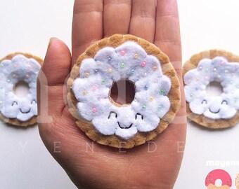 broche donut givré vanille avec arc en ciel arrose, broche de feutre alimentaire