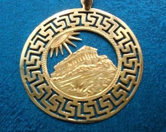 14ct yellow gold Greek Coliseum pendant