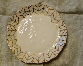 Plate with Gold Arrows, Large