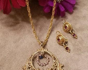 Collier pendentif strass rond et boucles d'oreilles, ensemble, orné de strass, en plaqué or, ensemble de cadeau romantique, texturé ensemble de bijoux