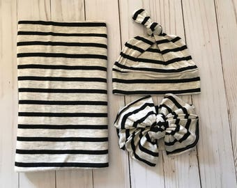 Black and neutral swaddling set