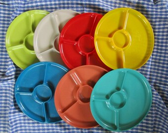 Vintage Picnic Plates Camping Glamping Alfresco Dining Round Plastic Sectioned Picnic Plates Retro Colors