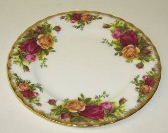 Royal Albert China OLD COUNTRY ROSES 6 1/4 Inch Dessert or Bread and Butter Plate