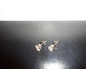 14K White Gold 2.00ct Diamond Studs (Screwback)