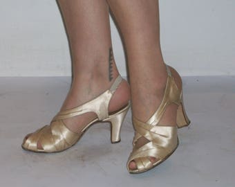 c37a7b14f3d218 Gorgeous 1940s silk open toe criss cross glamour  bridal heels US 7   UK 5