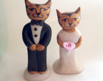 Elegant Cats Wedding Cake topper. Funny Cat Wedding Cake Topper. Clay animal cake topper. Cute Animal Cake Topper. Cat Bride and Groom.