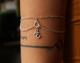 Arm Om bracelet