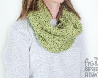 Green Crochet Cowl, Handmade Infinity Scarf, Crochet Scarf, Eternity Scarf, Chunky Scarf, Winter Clothing, Pure Wool Scarf, Winter Scarf