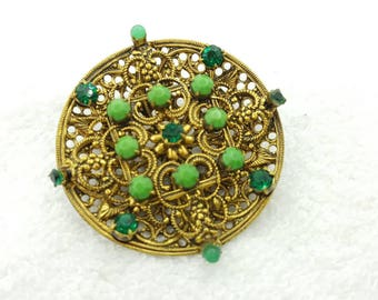 Pretty Czech Glass Brooch Mint condition Emerald Green Fine Detail Pin Victorian
