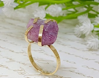 Raw Tourmaline Ring, Pink Raw Tourmaline Ring, Tourmaline Gold Gemstone Ring, Pink Raw Stone Ring, Gold Nature Rings, Unique Bohemian Ring