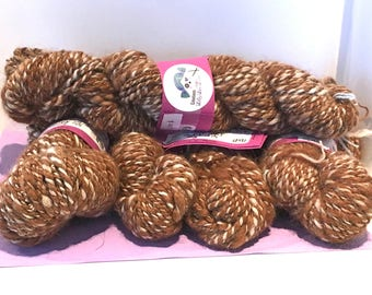 Quebec Alpaca 100% wool 2 ply twisted a 2 strand worsted weight two-tone brown/beige natural color