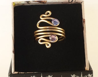 CLEO-ring ring in aluminium with lilac and pink light points