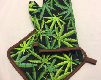 Green pot/weed print insulated/quilted oven mitt and pot holder set/individual
