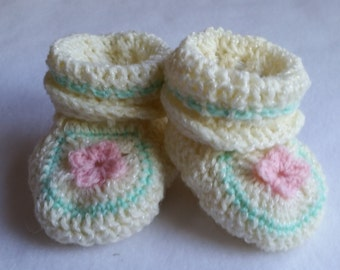Charming pink flower baby booties