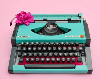 Working typewriter green OLYMPIA TRAVELLER gift writer gift teacher retro home decor oldschool portable typewriter german