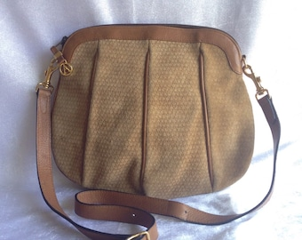 50% OFF (was 1,290 THB) Vintage Aldana Made in Italy / chamois / leather / shoulder /  cross body bag / clutch bag