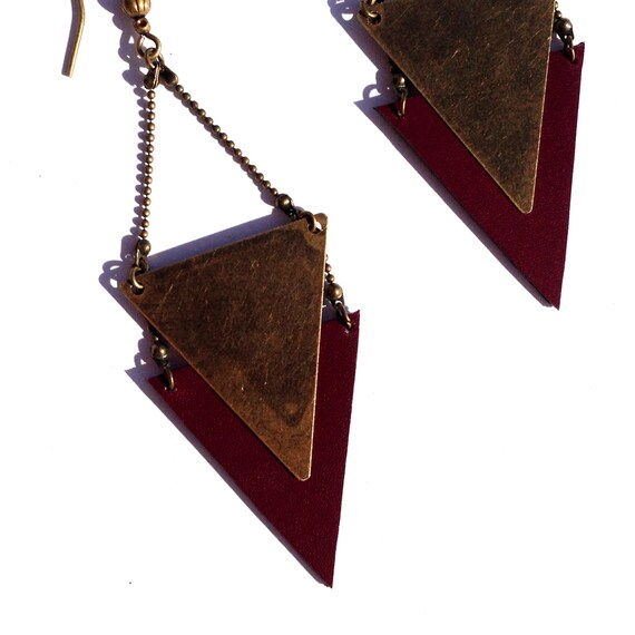 "Earring graphic Burgundy leather / metal triangle bronze CHEYENNE - Collection ""Indian summer"""