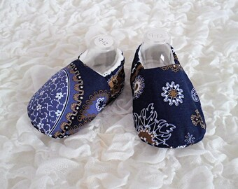 Baby Shoes, Baby Slippers, Age 9-12 Months, Baby Gift, Soft Sole Shoe, Babies Pram Shoes, Lined Shoes, Indian Inspired Print, Gender Neutral