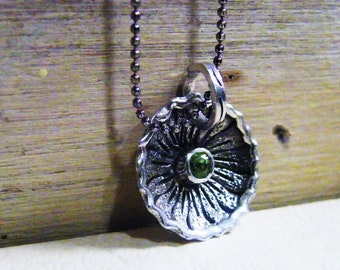 peridot vintage flair deep sterling silver cupped floral necklace with faceted bezeled gemstone