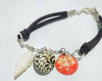 Shell Bracelet with Suede Cord
