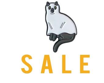 Ghost Cat Pin -  cat pin - cat enamel pin - Halloween enamel Pin - Halloween pin - Halloween cat pin lapel pin hat pin