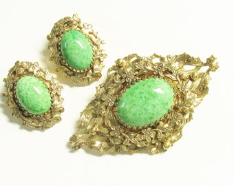 Large Vintage Whiting and Davis Green Peking Glass Cabochon Brooch Earrings Signed 1960s