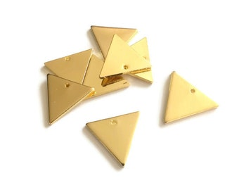 10 charms gold triangles, geometric pendant, 14mm