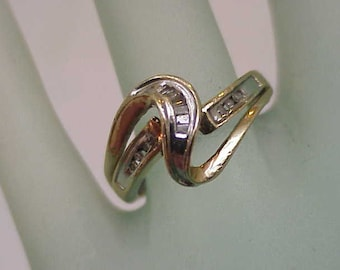 Estate Vintage 10kt Yellow gold  .25ct Round and Baguette Diamond  Ring ,1950s