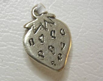 Strawberry shaped 1 Charm in silver