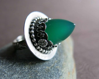 Green Onyx Bullet Ring, Size 6 Stone Bullet Ring, Spiky Gothic Gemstone Sterling Silver Ring, Pointy Stone Ring, Artisan Gemstone Onyx Ring