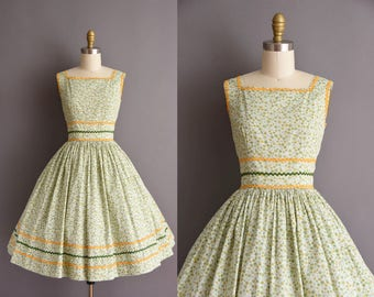 vintage 1950s floral green cotton sun dress Small ric-rac vintage 50s full skirt dress