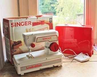 Vintage Singer toy sewing machine with original box / Singer toy Lockstich sewing machine made in England