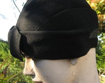 Vintage 20s Flapper Art Deco Black Felt Cloche