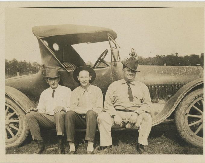 Vintage Snapshot Photo: Three Men, Muddy Car, c1920s [84662]