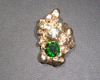 Large 14 KT  nugget with a 1.40 ct Chrome Diaopsite