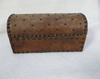 """Worn Leather Vintage Wood Box Dome Top 7"""""""