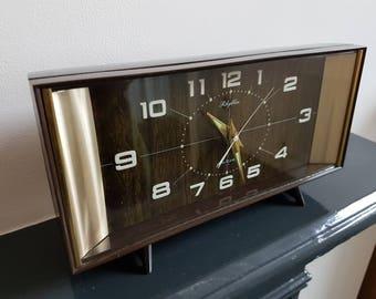 Vintage Rhythm Japanese mantle / bedside alarm clock. 1970s.