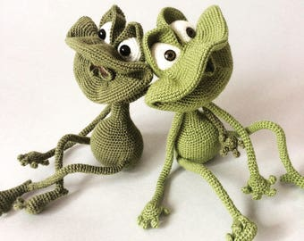 Amigurumi crohet friendly frog toy