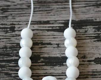 Flower Silicone Teething Necklace, Pearl Silicone Teething Beads, Toddler Sensory Necklace, White Silicone Flower, White Pearl, All White