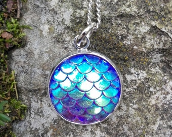 Dragon scales round pendant iridescent blue, Mermaid scales pendant necklace, Mermaid charm, Dragon charm