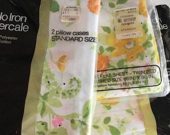 Vintage Sheet Set ~ Floral Sheet Set ~ Buttercup Print ~ Yellow Orange Pink~ Twin Size ~ Vintage Bedding  ~ Floral Fabric