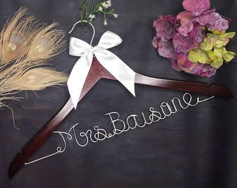 Bridal Party Gift, Personalized Wedding Hanger, Bridal Hanger, Bridesmaids Gift Ideas, Custom Bridal Hangers, Wedding Hangers with Names