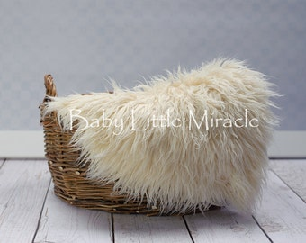 IVORY, Faux fur, 20x20,Newborn Photo Props,Newborn ,Photography Props,Baby Props,Basket Stuffer,20x20 inch,photo rug