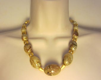 Necklace Beige and gold