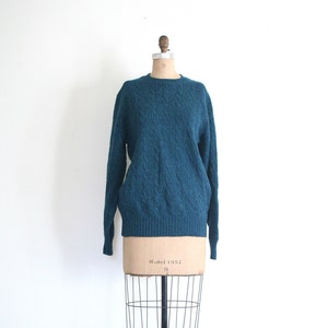 vintage 80s teal shetland wool sweater - crewneck cable knit sweater / peacock blue wool boyfriend sweater / Archie Brown & Son .  Bermuda